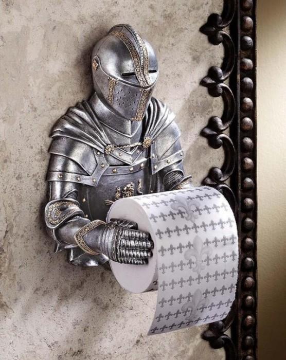 Почитатели эпохи Средневековья могут подобрать к держателю в форме рыцаря и особую туалетную бумагу с принтом, изображающим королевскую лилию.