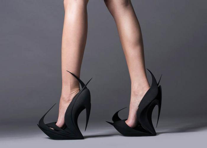 Туфли под названием Языки пламени от Заха Хадид .