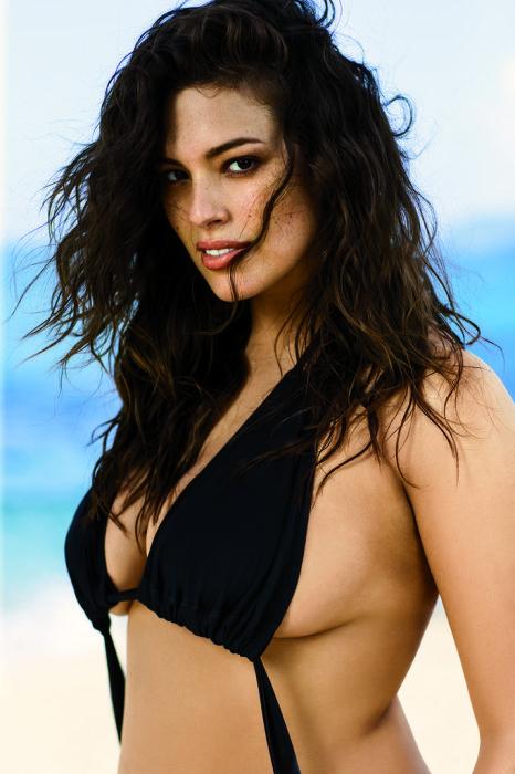 Эшли абсолютно уверена в своей привлекательности и хочет вселить эту уверенность в женщин с большими размерами.