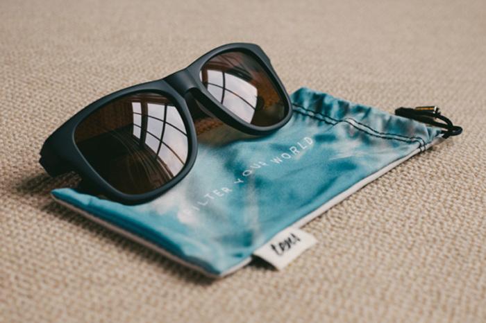 Очки Tens фильтруют реальный мир.