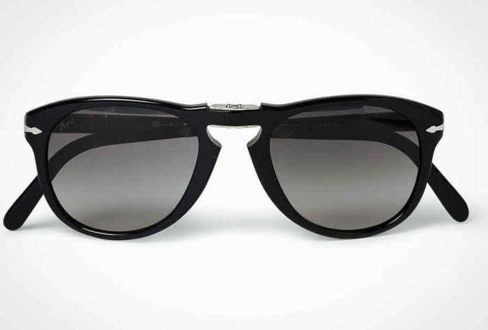 Солнцезащитные очки Persol 714, стоимость которых - 350 долларов.
