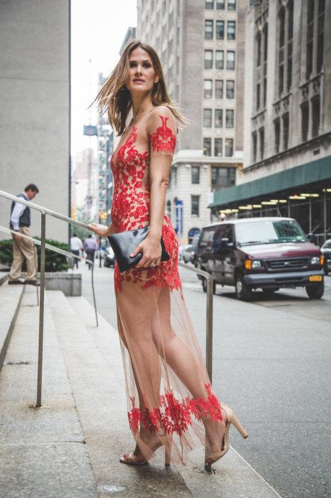 Фото девушек в одном платье на улице