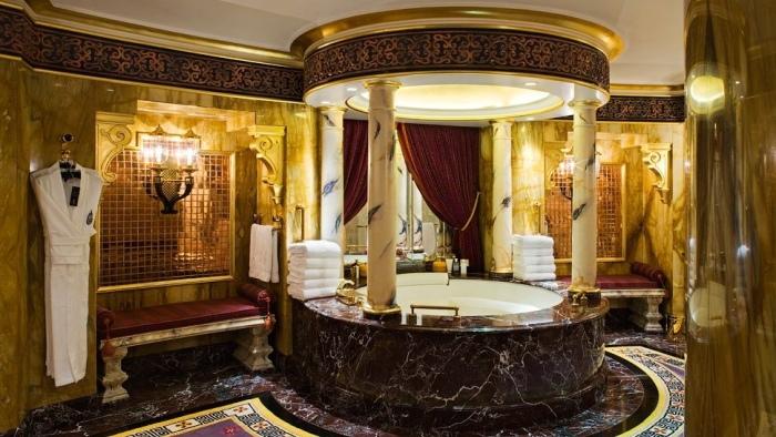 Золото, мрамор и бархат - вот как оформляют ванные комнаты на Аравийском полуострове.