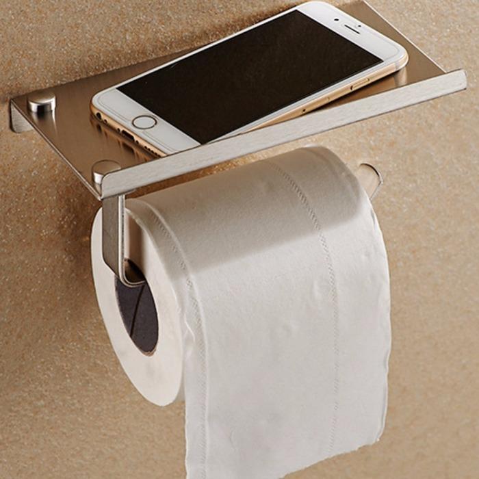 Держатель для рулона туалетной бумаги с полкой, предназначенной для фиксации мобильного телефона.