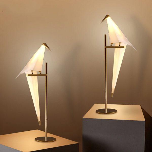 Нежные светильники в форме двух птичек.