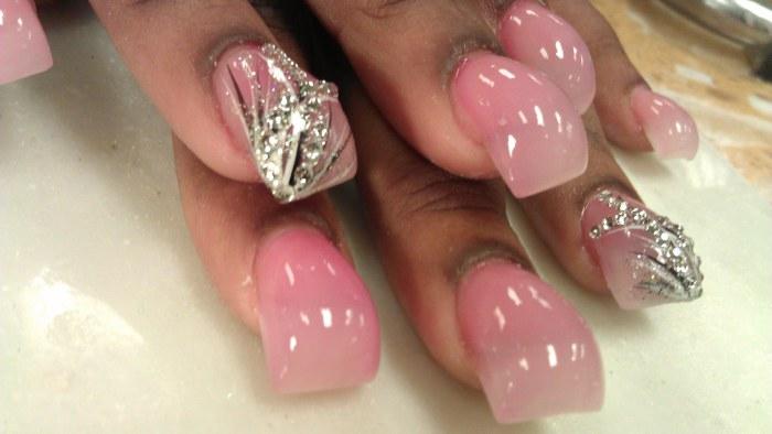 В 2015-м году акриловые ногти вновь удивили представительниц прекрасного пола в таком виде маникюра, как Bubble nails.