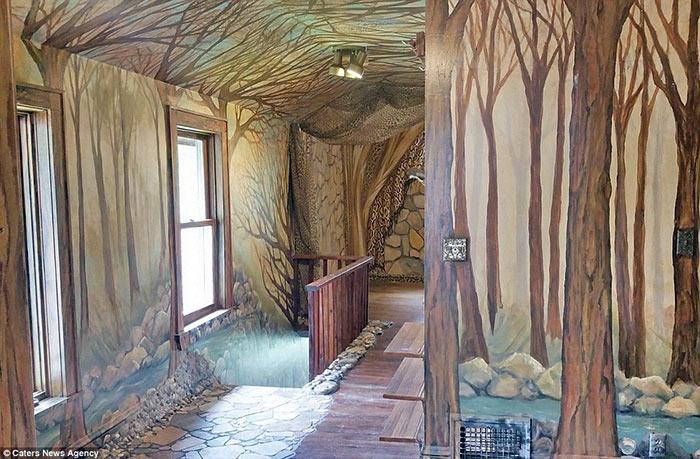 Когда гости заходят в этот дом, им кажется, будто они попали в сказочный лес.