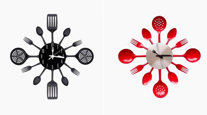 Необычные настенные кухонные часы из различных столовых приборов со стрелками в виде ножа и вилки.