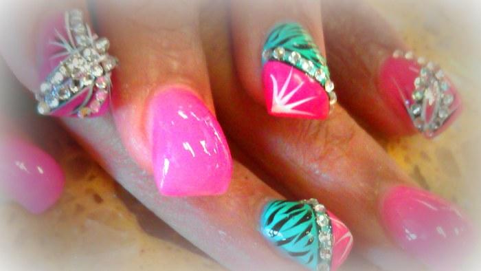 Bubble nails - ногти, которые создаются с помощью акрила с утолщением.
