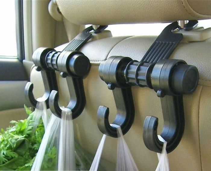 Специальные крючки, которые крепятся на переднее сидение в машине и надежно держат пакеты с покупками.
