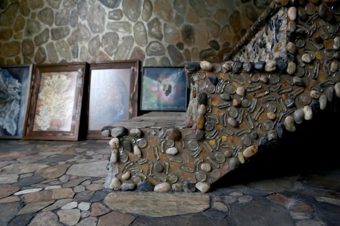Декоративная отделка из камней, гальки и ракушек.