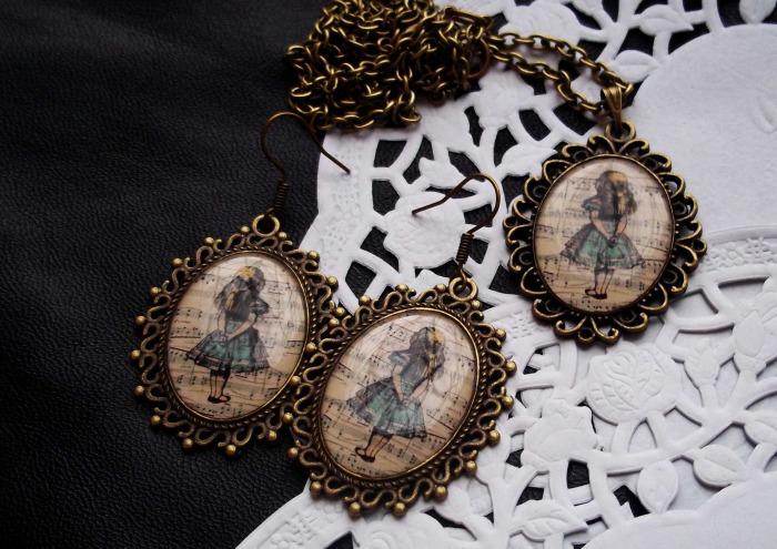 Комплект с изображением главной героини сказки Алиса в Стране Чудес Uniqhand.