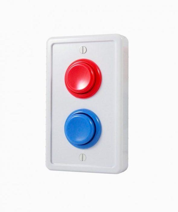 Переключатель света в форме пластины с двумя яркими кнопками: красной и синей.