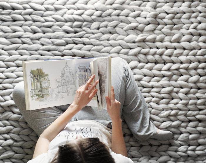 Удивительно уютные одеяла, связанные петлями по 10 сантиметров.