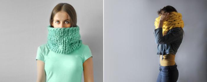 Цветные вязанные шарфы ручной работы.