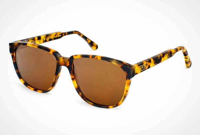Солнцезащитные очки Capital Bonnie & Clyde, стоимость которых - 145 долларов.