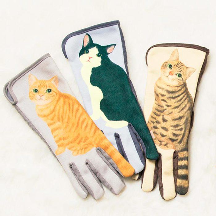 Перчатки «Cat Gloves» от японских дизайнеров дают возможность комфортно пользоваться смартфонов даже в холодное время года.