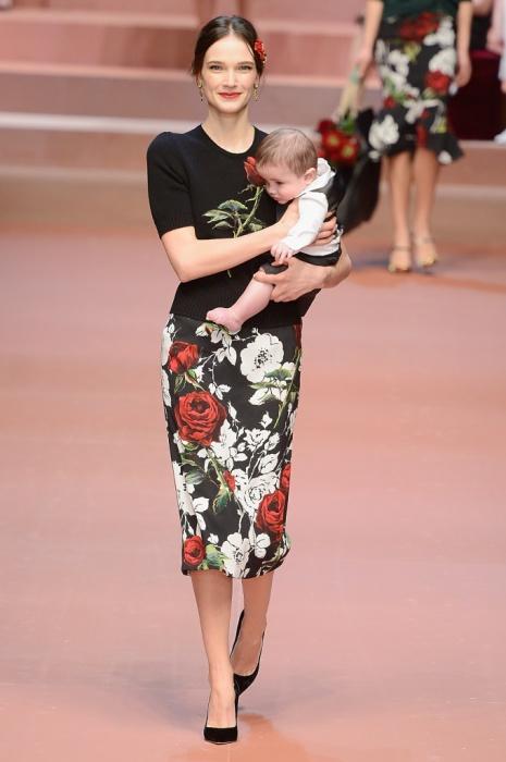 Новая коллекция одежды посвящена прелестям материнства.