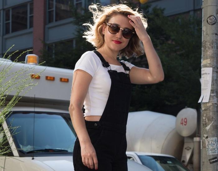 Фэшн-редактор целую неделю носила одежду, идентичную нарядам популярной американской певицы и актрисы Тейлор Свифт (Taylor Swift).