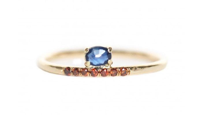 Mociun Stacked Sapphire Ring, вставки - сапфир, рубины, цена - 874 доллара.