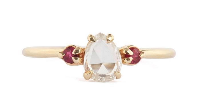 Catbird White Diamond and Ruby Ring, вставки - бриллиант, рубины, цена - 3,200 долларов.