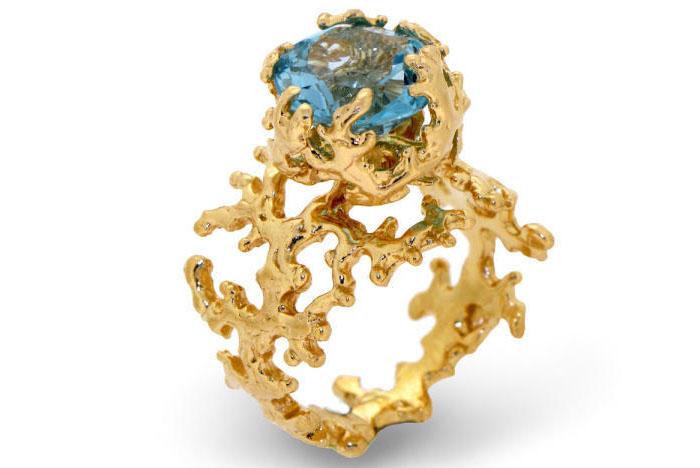 Boticca Blue Topaz Ring, вставка - голубой топаз, цена - 410 долларов.