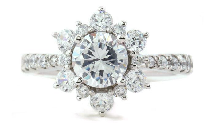 Serenade Diamonds Snowflake Diamond Ring, вставки - бриллианты, цена - 1 миллион 750 тысяч долларов.