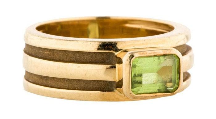 Pre-Owned Tiffany & Co. Peridot Ring, вставка - зеленый хризолит, цена - 995 долларов.