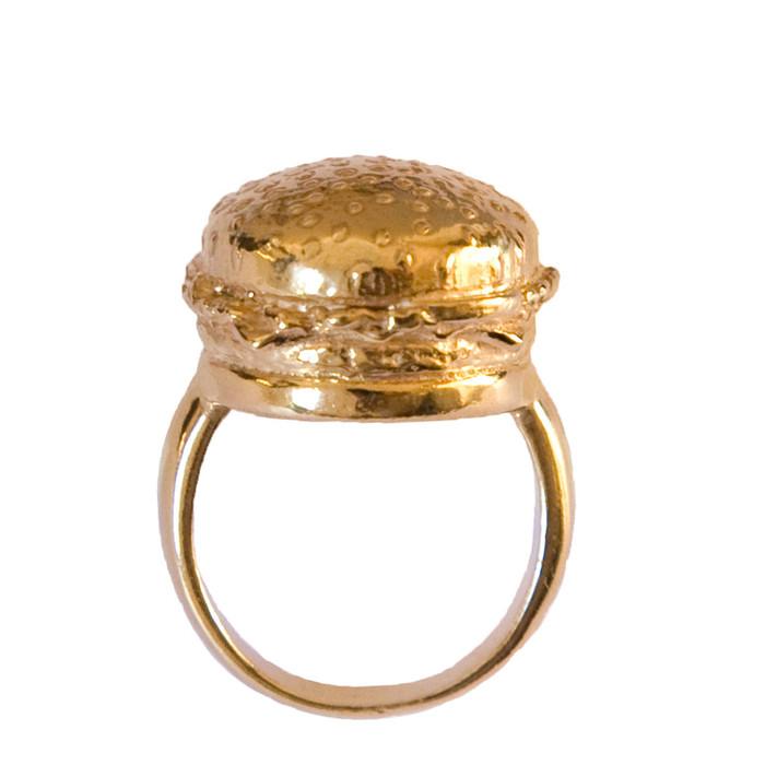 Кольцо с аппетитным гамбургером из серебра 925 пробы с золотым напылением от ювелирной компании «Goldie Rox».