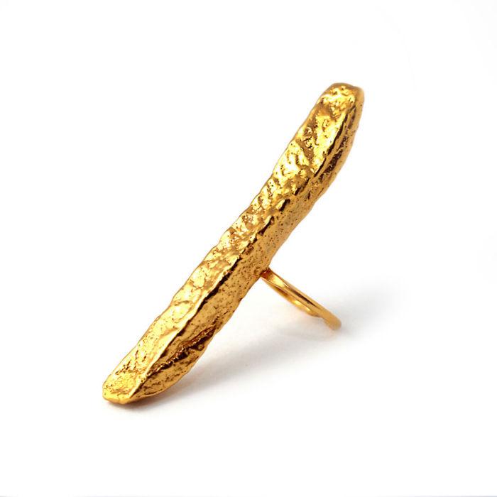Кольцо в виде аппетитного кусочка картошки фри из серебра 925 пробы с золотым напылением от ювелирной компании «Goldie Rox».