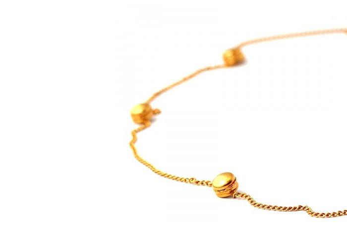 Ожерелье с маленькими аппетитными бургерами из серебра 925 пробы с золотым напылением от ювелирной компании «Goldie Rox».
