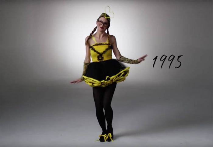 В девяностые годы ХХ века популярными были костюмы, напоминающие животных и насекомых.