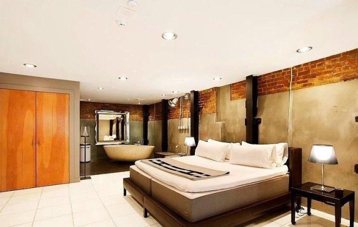 Спальня в стиле лофт, принадлежащая Кейт Мосс (Kate Moss) - одной из самых высокооплачиваемых моделей 1990-х и 2000-х годов.