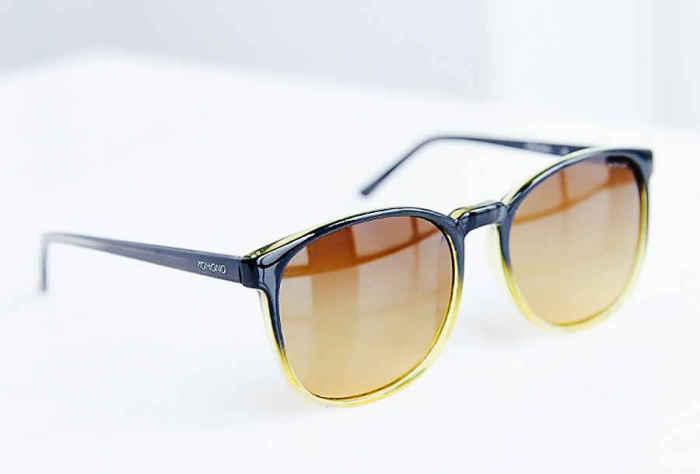 Солнцезащитные очки Komono Urkel, стоимость которых - 50 долларов.