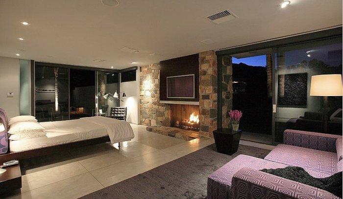 По-мужски строгая спальня известного сердцееда Голливуда - Леонардо Ди Каприо (Leonardo DiCaprio).