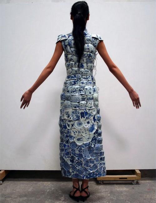 Художник и скульптор из Китая создает невероятную фарфоровую одежду.