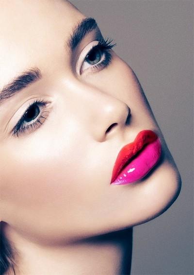 Летом не желательно красить губы жидким блеском. Вместо этого лучше пользоваться матовой помадой.