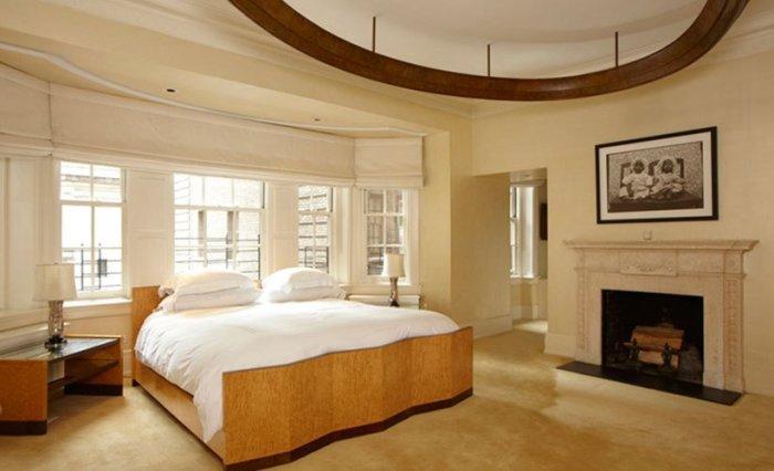 Выдержанная спальня всемирно известной певицы Мадонны (Madonna).