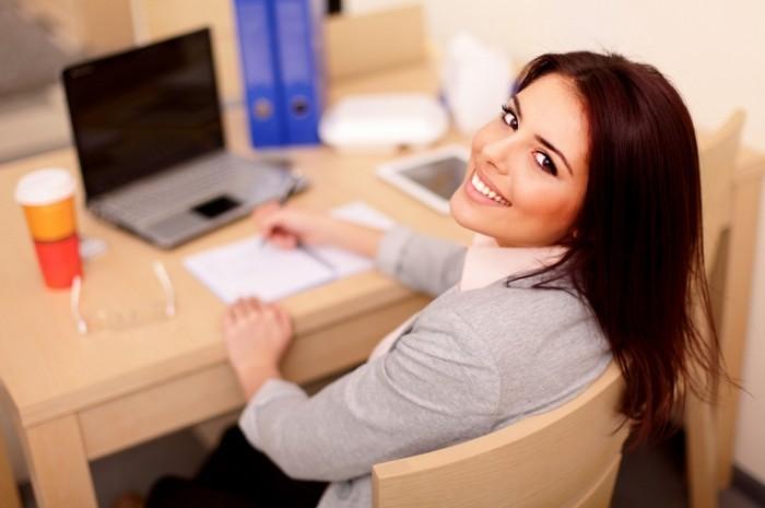 Женщины, работающие в офисе, часто допускают ошибки в макияже.