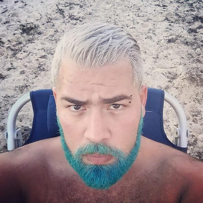 Парни с необычным цветом волос