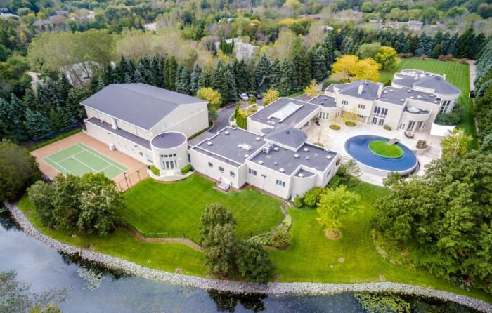 Майкл Джордан приобрел это имение за 29 миллионов долларов в 2012-м году.