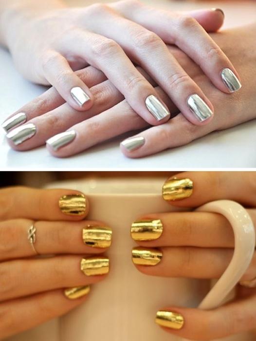Ногти с зеркальным покрытием могут быть выполнены как в серебристом, так и в золотистом оттенках.