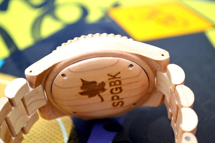 Уникальные часы в деревянном корпусе.