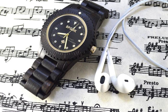 Новая коллекция часов в деревянном корпусе.