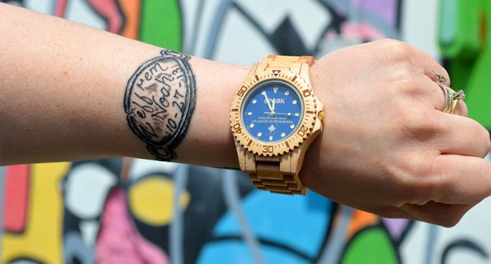 Оригинальные деревянные часы.