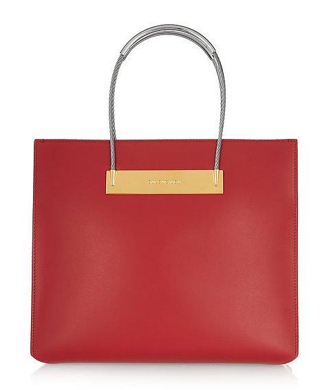 Ярко-красная сумка для Стрельцов от испанского модного дома «Кристобаль Баленсиага» («Cristobal Balenciaga»), стоимость - 1 тысяча 785 долларов.
