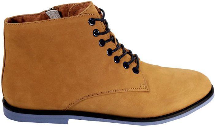 Ботинки на плоской подошве в мужском стиле.