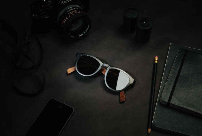 Солнцезащитные очки Shwood Francis Titanium, стоимость которых - 189 долларов.