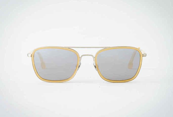 Солнцезащитные очки Steven Allen Newport, стоимость которых - 165 долларов.