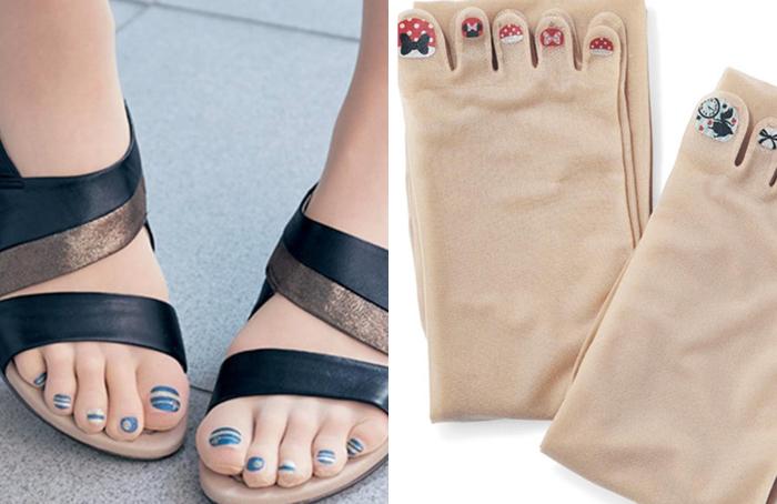 Благодаря ярким и разноцветным принтам на этих капроновых колготах и носках, кажется, что ногти на ногах действительно накрашены.